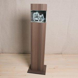 Exklusiv 3D-ljuspelare i SVART eller KERAMIKFÄRGAT trä med kristallblock 200x150x100mm (vågrätt). LEVERERAS FRAKTFRITT INOM SVERIGE.OBS! LEVERANSTID 2 VECKOR