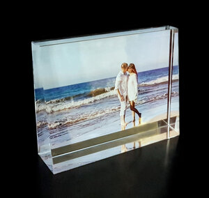 Kristallfotoram Prisma i färg  med din text 140x105x35mm