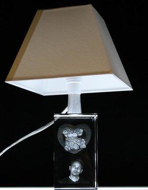 Bordslampa med kristallfot. Foten 70x120x70 mm