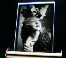 Photo engraved in Optiwhite Glass 165x225x10 mm incl. LED Lighting.