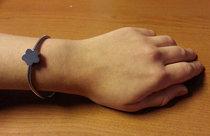 Berlockarmband 'Artemis'  + en blomformad berlock med din text