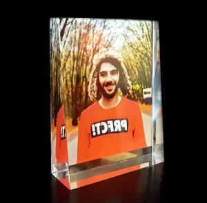 Kristallfotoram Prisma i färg med din text 105x140x35mm